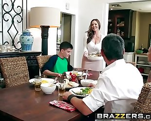Brazzers.com - milfs like it large - kendras thanksgiving stuffing scene starring kendra craving and jordi el