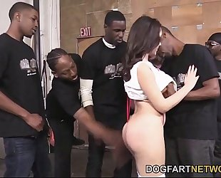 Valentina nappi orally pleases a bunch of dark dongs