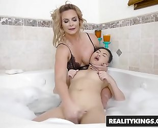 Realitykings - rk prime - bubble washroom starring cindy starfall and phoenix marie