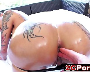 Big tattooed booty bella bellz engulfing hard wang