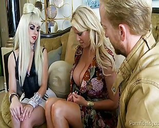 Gaga invited to kelly madisons abode for a hawt threeway