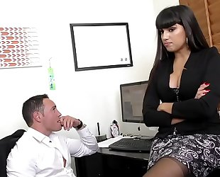 Mercedes carrera pounds on large knob