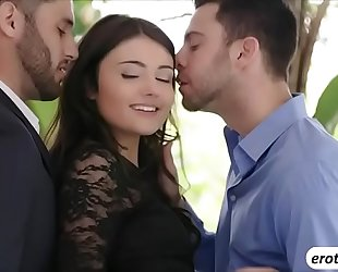 Brunette honey adria rae bonks 2 dicks in one discharged