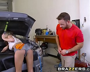 Brazzers.com - brazzers exxtra - the mechanic scene starring ashley adams and chad white