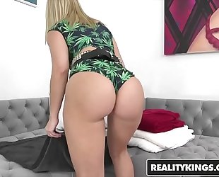 Realitykings - we live jointly - (anikka albrite, mia malkova) - bring the heat