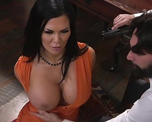 Raven-haired pornstar with huge melons gets fucked in the ass